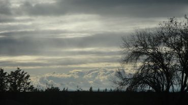 Météo: un ciel couvert et de faibles pluies