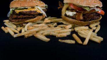 """L'obésité serait liée à un """"gène de la malbouffe"""", hérité de nos ancêtres préhistoriques"""