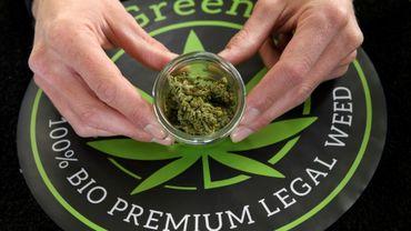 Du cannabis fabriqué à partir du chanvre légal, dans un magasin à Lausanne le 7 avril 2017