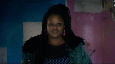 """""""Coeurs sourds"""" : mélancolies adolescentes et néons roses"""