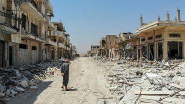 Un homme dans une rue de Khan Cheikhoun dans le nord-ouest de la Syrie le 3 août 2019