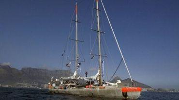 La goélette océanographique Tara dans les eaux de Cape Town en Afrique du Sud, en septembre 2010