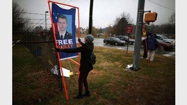 Des partisans de Bradley Manning réunis à Fort Meade, dans l'Etat américain du Maryland, le 27 novembre 2012