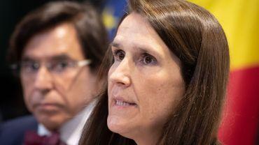 """Baisse de la TVA? Chéques HoReCa? Le plan fédéral de """"protection sociale et économique"""" présenté samedi aux dix partis"""
