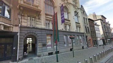 Le Musée juif de Bruxelles souhaite inciter les visiteurs à s'interroger sur les spécificités, les correspondances et les emprunts réciproques aux héritages culturels respectifs afin de combattre toutes les formes d'intolérance .
