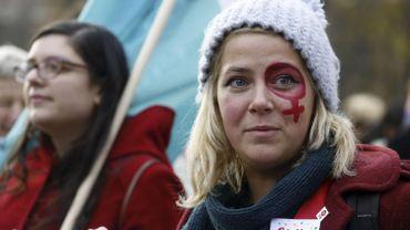 Manifestation contre les violences faites aux femmes: plus de 1.000 personnes dans les rues de Bruxelles