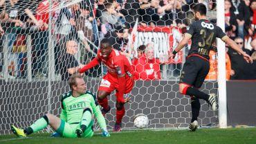 Ostende-Standard : 2-0 sur un coup franc dévié de Berrier (LIVE)