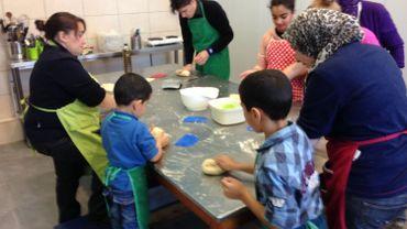 De nombreuses familles carolos ont participé aux ateliers boulangerie de l'asbl Circomédie