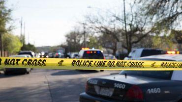 Une voiture de police devant le site d'une explosion survenue le 12 mars 2018 à Austin, capitale du Texas. Deux personne ont été blessées le 18 mars 2018 dans une nouvelle explosion, la quatrième du même genre, à frapper cette ville depuis le début du mois. Deux personnes ont perdu la vie dans ces explosions.