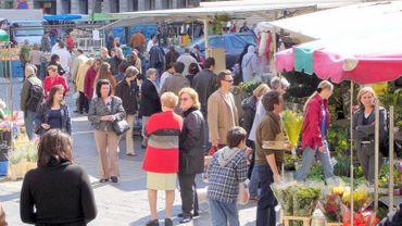 Le marché aura bien lieu, mais sur l'avenue Baron d'Huart (illustration).