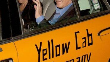 Dominique Strauss-Kahn et son épouse quittent leur domicile de Washington
