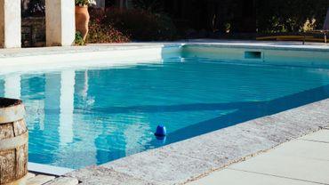 Blue by Riiot à l'oeuvre dans une piscine