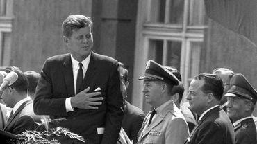 Les spécialistes de l'affaire Kennedy estiment toutefois que ces millions de pages de nouveaux documents ne contiennent probablement aucune révélation décisive.