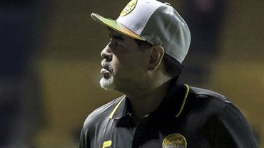 Maradona opéré avec succès, reste hospitalisé