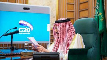Le roi saoudien Salmane présidant une vidéoconférence du G20 depuis Ryad, sur une photo transmis par le Palais le 26 mars 2020