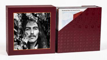 Un box et un livre George Harrison