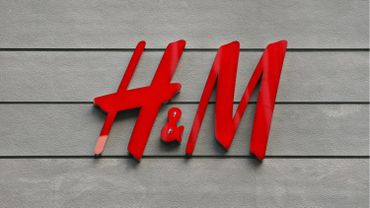 """H&M: la CNE dépose un préavis de grève après la fermeture """"perlée"""" de huit magasins"""