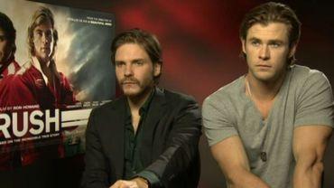 Daniel Brühl et Chris Hemsworth, les deux interprètes principaux de Rush au micro d'Hugues Dayez