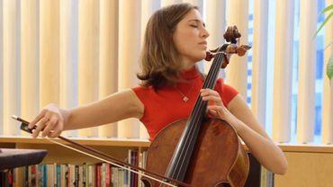 Camille Thomas à la Nippon Music Foundation avec le Stradivarius Feuermann