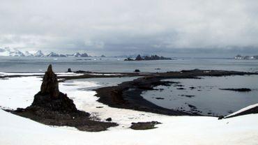 Un réchauffement modéré menacera encore la calotte de l'Antarctique Est.