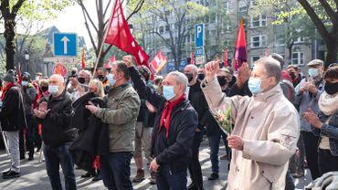 Manifestations à Liège: une centaine de personnes sur la place Saint-Lambert malgré l'interdiction du bourgmestre