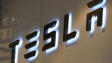 Le patron de Tesla, Elon Musk, a proposé de retirer le groupe de la cote