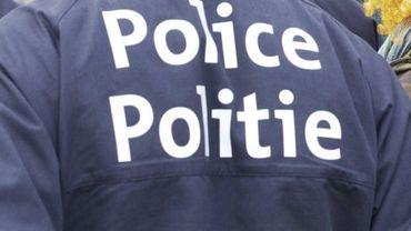 Deux policiers ont arrêté des véhicules sur le ring, sous prétexte d'un contrôle, et en ont profité pour voler des objets de valeur (illustration).