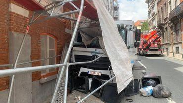 Un échafaudage s'est effondré sur un camion à Ixelles