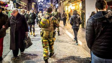 Deux ans après: l'image de la Défense améliorée par la présence des militaires en rue