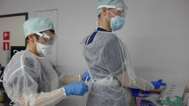 Les soignants exposés au coronavirus seront vaccinés en priorité