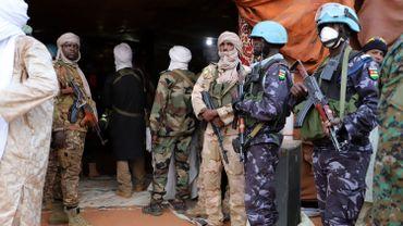 Le Mali en guerre depuis 2012 annonce 2 cas.