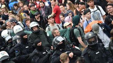 Des policiers encadrent une manifestation anti-G7 à Garmisch-Partenkirchen, au sud-ouest de l'Allemange, le 6 juin 2015