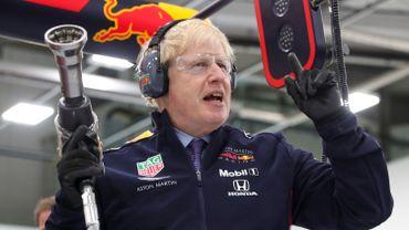 Boris Johnson semble apprécier la F1 : il a d'ailleurs déjà mis la main à la pâte lors d'une visite au QG de Red Bull Racing l'an dernier