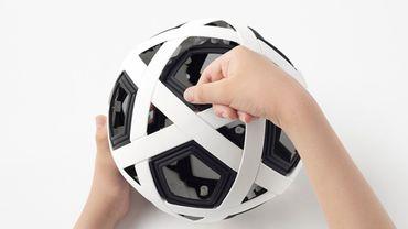 Ce ballon de foot est increvable.