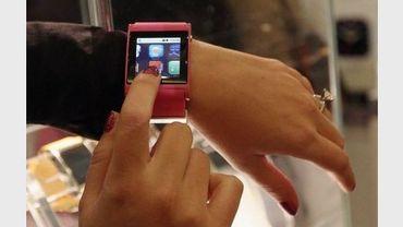 Une montre permettant d'avoir internet sur son poignet, présentée au salon mondial de l'électronique grand public de Las Vegas, le 11 janvier 2012