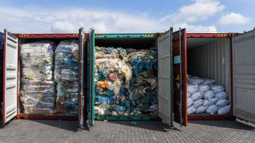 Des conteneurs de déchets à Port Klang, en Malaisie