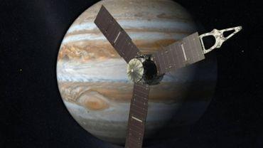 Montage photo réalisé par la Nasa de la sonde Juno en orbite autour de Jupiter, le 5 août 2015 - ©