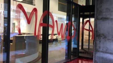 """""""Mawda, killed by NVA politics"""": la façade du siège de la N-VA vandalisée"""