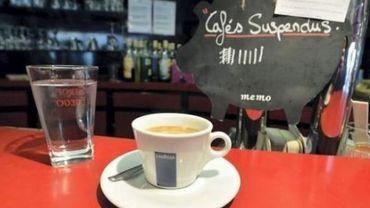 LE café suspendu a de plus en plus de succès à Namur