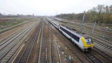 Le trafic ferroviaire a été interrompu vers Louvain et Anvers.