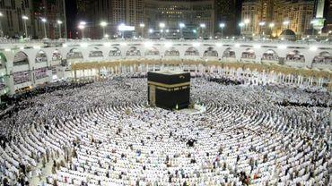 Des mulsumans prient à La Mecque, lors du dernier vendredi du mois du ramadan, le 23 juin 2017 en Arabie Saoudite