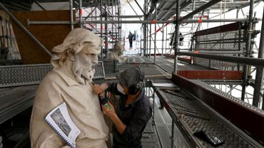 Restauration en cours des statues de la Chapelle royale du Château de Versailles