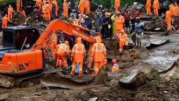 Des secouristes recherchent des personnes disparues après un glissement de terrain meurtrier dans le Kerala en Inde, à Pettimudy le 8 août 2020