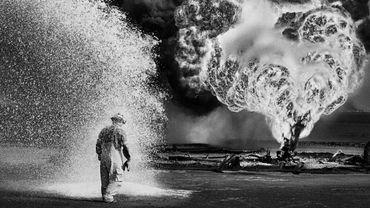 """Sebastião Salgado à Bruxelles pour """"Kuwait: A Desert on Fire"""""""