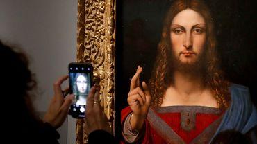 Le Salvator Mundi, l'une des oeuvres les plus connues de Léonard de Vinci, présentée lors de la rétrospective au Louvre jusqu'au 24 février