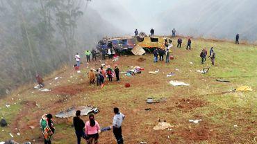 Au moins 19 morts dans un accident de bus au Pérou: le véhicule a fait une chute de 300 mètres dans le vide