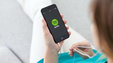 """Disponible sur iOS et Android, la fonctionnalité permet de lancer l'application Spotify et de sélectionner le morceau à envoyer, sans avoir à quitter Facebook Messenger, en cliquant sur le bouton """"Plus d'options"""""""