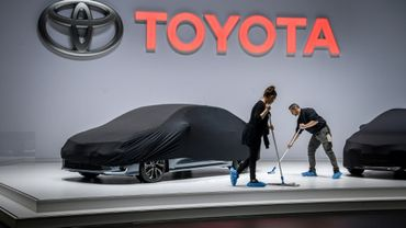 Le stand Toyota se prépare à l'ouverture du Salon automobile de Genève, le 4 mars 2019