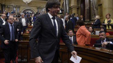 Santi Vila Vicente a brièvement annoncé sa démission dans un tweet, après une journée de montagnes russes politiques, où Carles Puigdemont a envisagé de convoquer des élections dans sa région pour éviter un choc frontal avec Madrid avant de faire marche arrière.