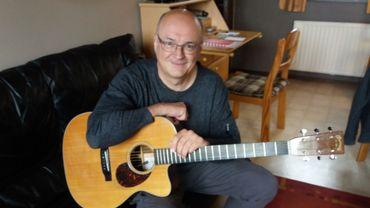 Le 16ème album du guitariste Jacques Stotzem: retour au romantisme